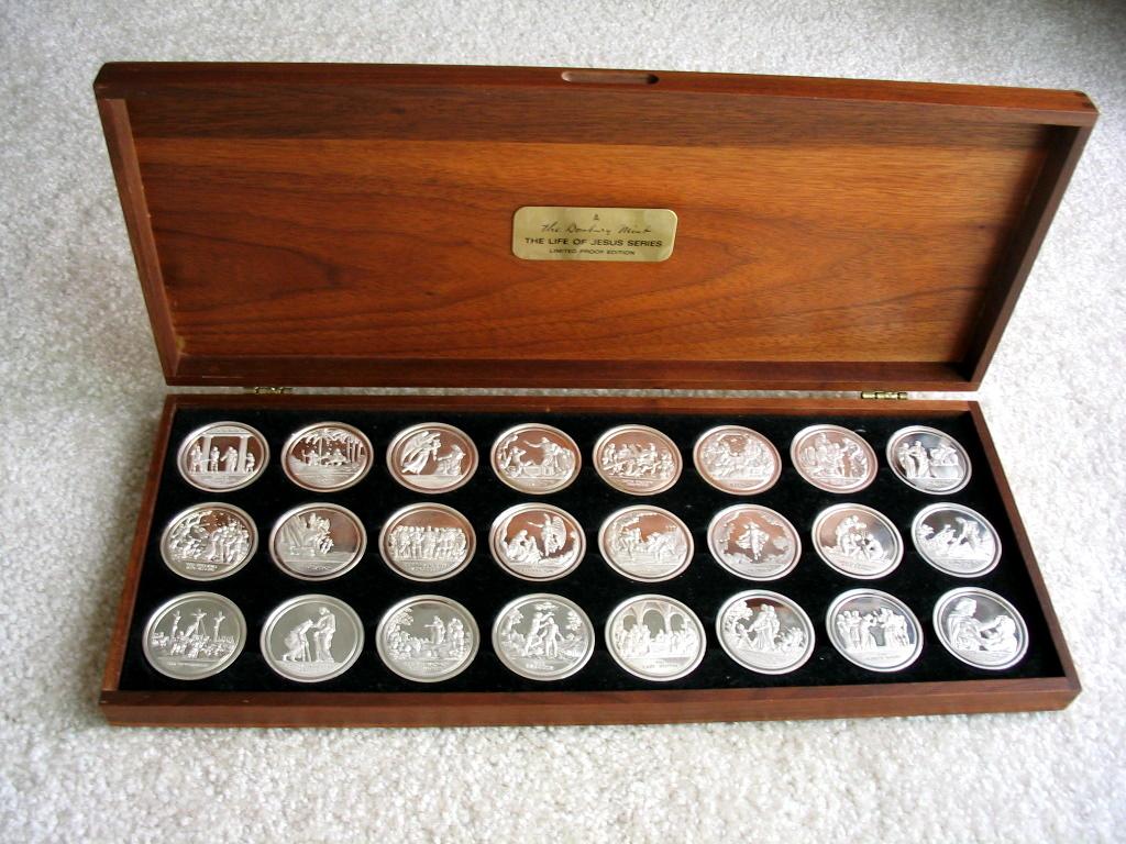 Danbury Mint Life Of Jesus Medals